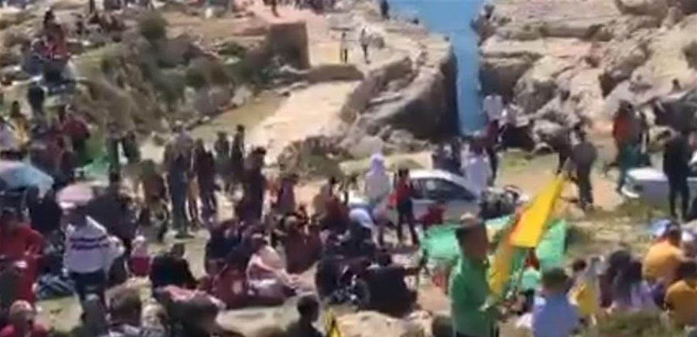 على أحد الشواطىء في بيروت.. الأكراد يحتلفون بـ'النوروز' من دون احترام للتباعد (فيديو)