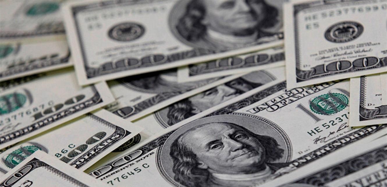 موظفة في جمعية خيرية عثرت على 42 ألف دولار في ملابس تبرعات… ماذا فعلت بالمبلغ؟
