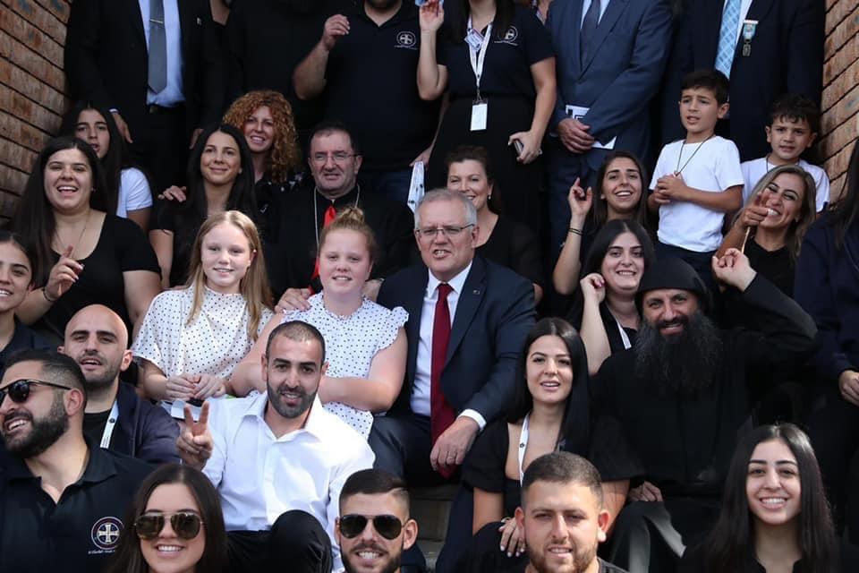 رئيس وزراء أوستراليا شارك أبناء الطائفة المارونية برتبة دفن المسيح (صور)