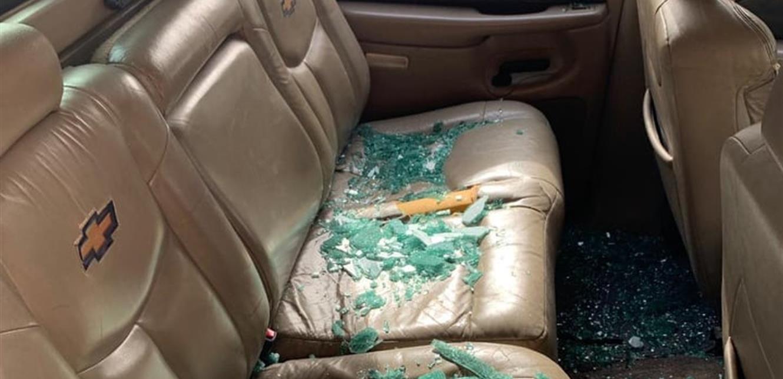 اعتداء بالضرب على مواطن وتحطيم سيارته (صور)