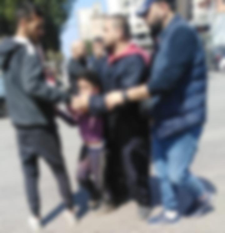 توقيف طفل في طرابلس.. كان يفك محتويات سيارة (صورة)