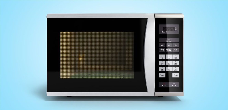 حيلة مفاجئة.. هكذا يمكن تنظيف الميكروويف بـ7 دقائق (فيديو)