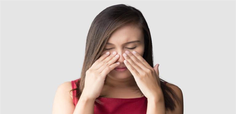 اضطراب نادر تسبب في انهيار أنف امرأة