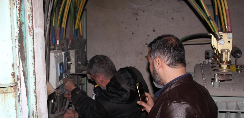 حركة حماس تسلّم  6 'ديجنتيرات' كهربائية للَّجنة الشعبية في مخيم البداوي