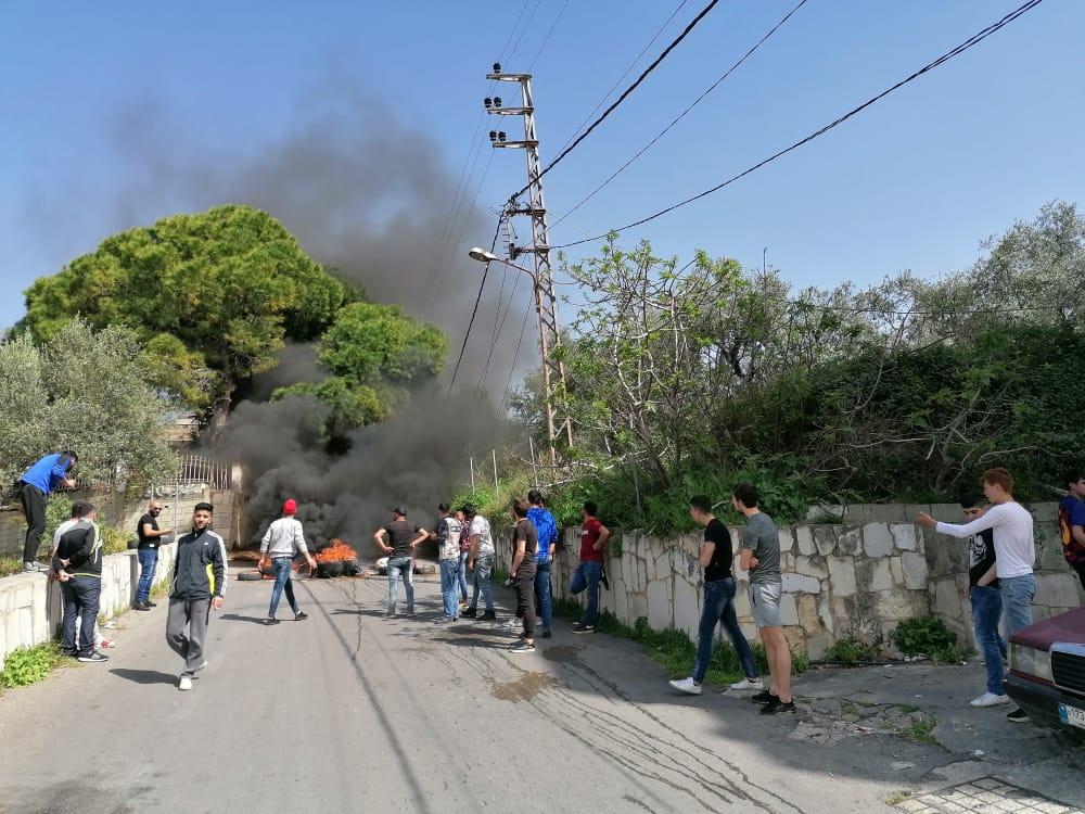 في الفوار… قطعت الطريق احتجاجا على الاهمال (صور)