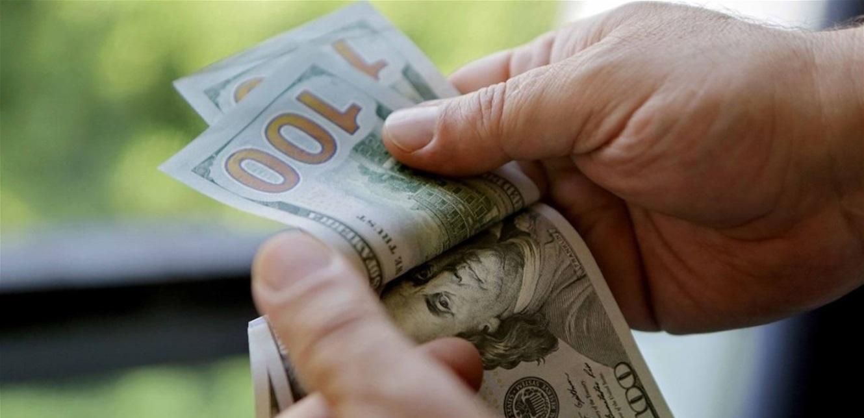 بعد تراجعاته السريعة أمس.. هكذا افتتح الدولار في السوق الموازية