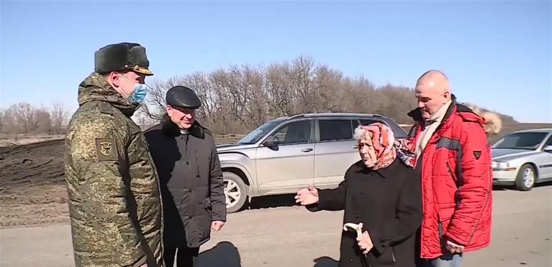 بسن الـ99 تقود دبابة.. تعرّفوا إلى الجدة الفولاذية (فيديو)