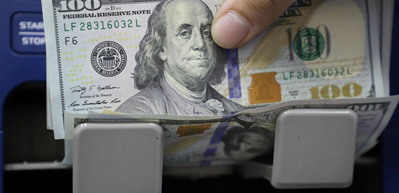 الدولار  يتراجع.. والذهب ينتعش بعد انهيار كبير