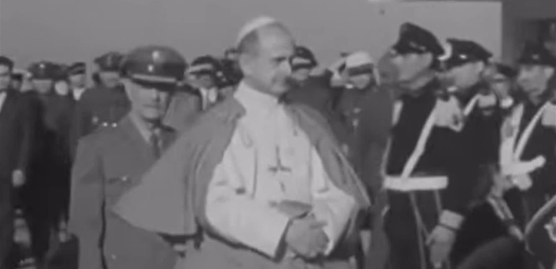 'البابا' في مطار بيروت.. إليكم هذا الفيديو النادر