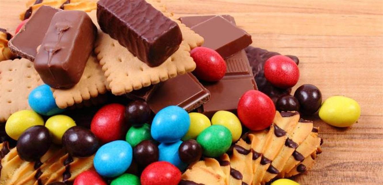استبدلوها بالفاكهة.. أطباء يحددون كمية الحلوى التي يمكن تناولها