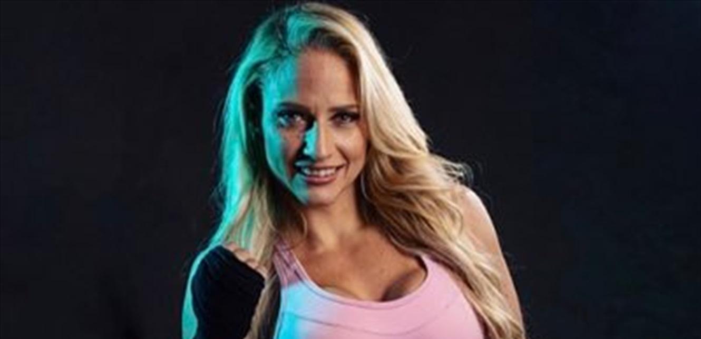 'Blonde Bomber' تنشر لقطات لإصابتها المروعة خلال نزال بطولة العالم (فيديو وصور)